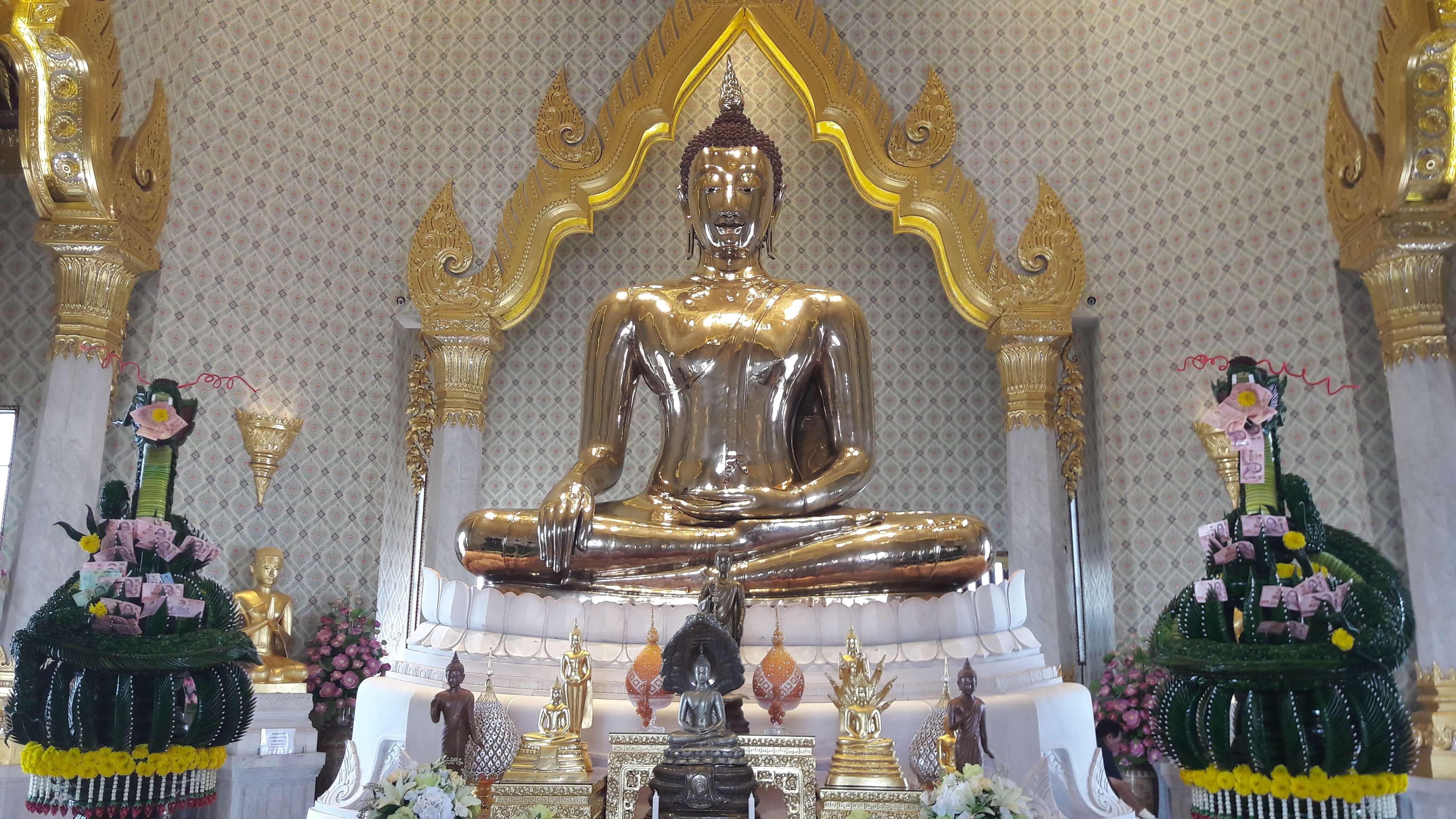 Buddha d'oro seduto - wat traimit Bangkok