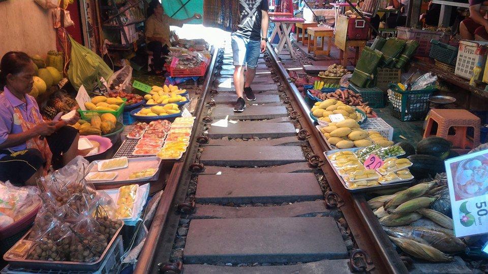 mercato pesce maeklong